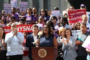 Nueva York se suma a marejada de demandas que pretenden bloquear nuevo reglamento de carga pública