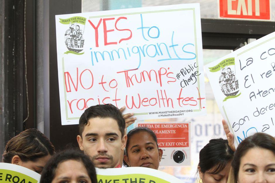 Juez federal de Nueva York bloquea entrada en vigor de la 'carga pública'