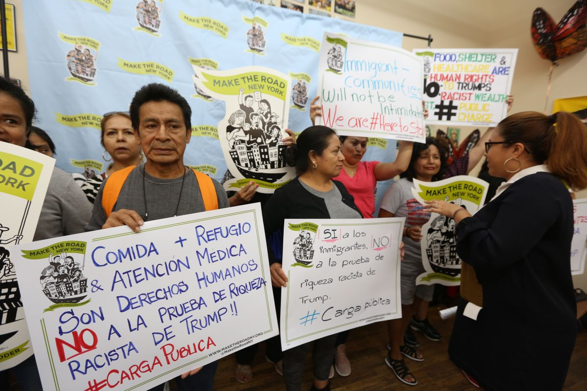Organizaciones comunitarias de NYC inician ofensiva legal contra la 'carga pública'