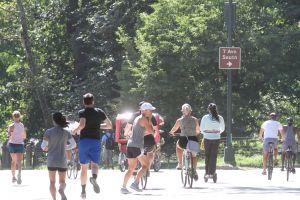 Atribuyen a turistas caos vial de bicicletas en el Central Park
