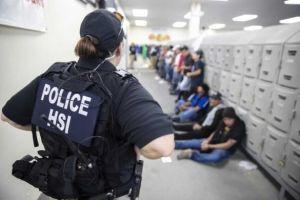 Los niños hispanos dejan de ir a la escuela después de las redadas en Mississippi