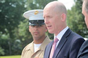 Marine se encuentra por primera vez con el agente del FBI que le salvó la vida en 1997