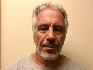 """Harvey Weinstein está """"deprimido y no puede dormir"""" tras ser hallado culpable; temen mismo destino de Jeffrey Epstein"""