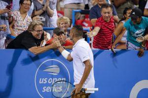 Kyrgios pide consejo al público y gana partido para llegar a la final del ATP de Washington