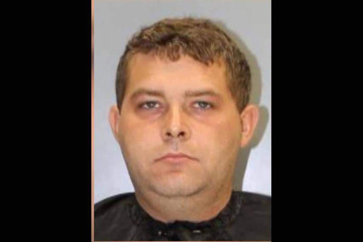 Policías capturan a un compañero cuando intentaba tener sexo con una menor