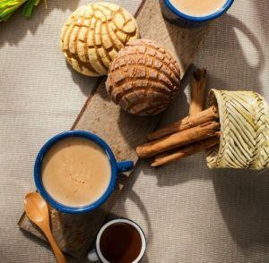 Tradicional y reconfortante receta mexicana de atole de canela