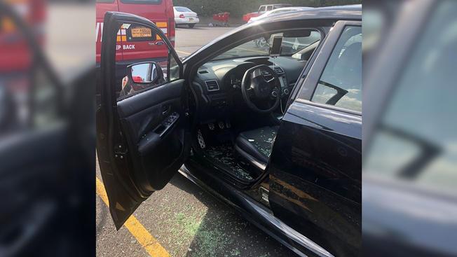 Bombero rescató a niño encerrado en auto en pleno calor en Nueva York