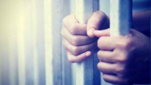 Caníbal convicto por planear comerse a niños en calabozo secreto pide que lo liberen por la COVID-19