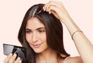 Cómo retocar las raíces de tu cabello sin salir de casa
