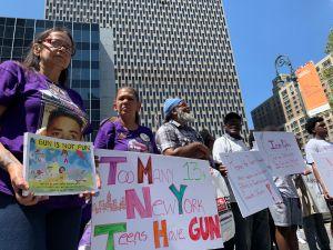 NYC exige al Gobierno federal frenar inundación de armas de fuego