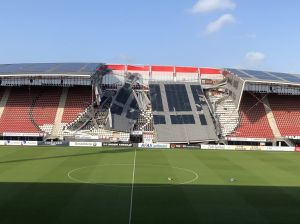 ¡Qué susto! Se colapsó parte del estadio del AZ Alkmaar en Holanda