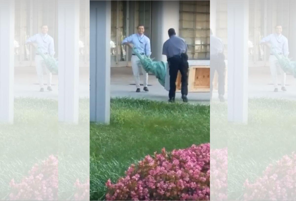 Director de USCIS retira Estatua de la Libertad que daba bienvenida a inmigrantes frente a su oficina