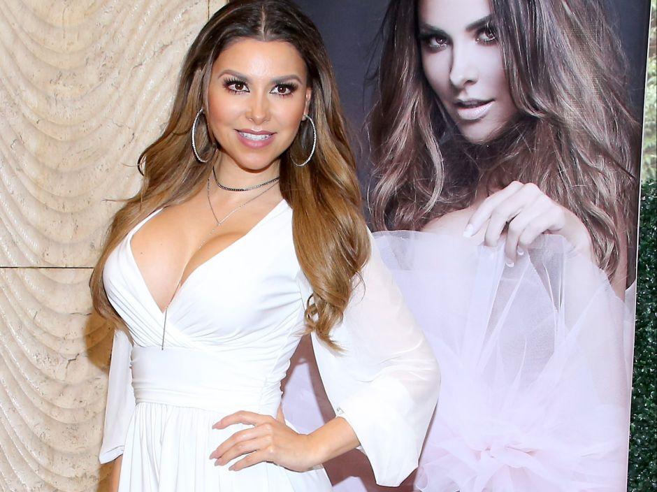 """Sin pudor: Gaby Ramírez de Estrella TV hizo """"topless"""" en la playa y así lo presumió"""