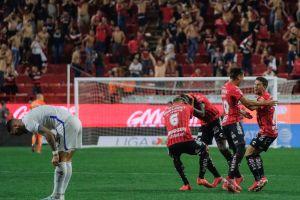 ¡Sí, lo hicieron otra vez! Cruz Azul pierde al último minuto con gol del 'Cubo' Torres