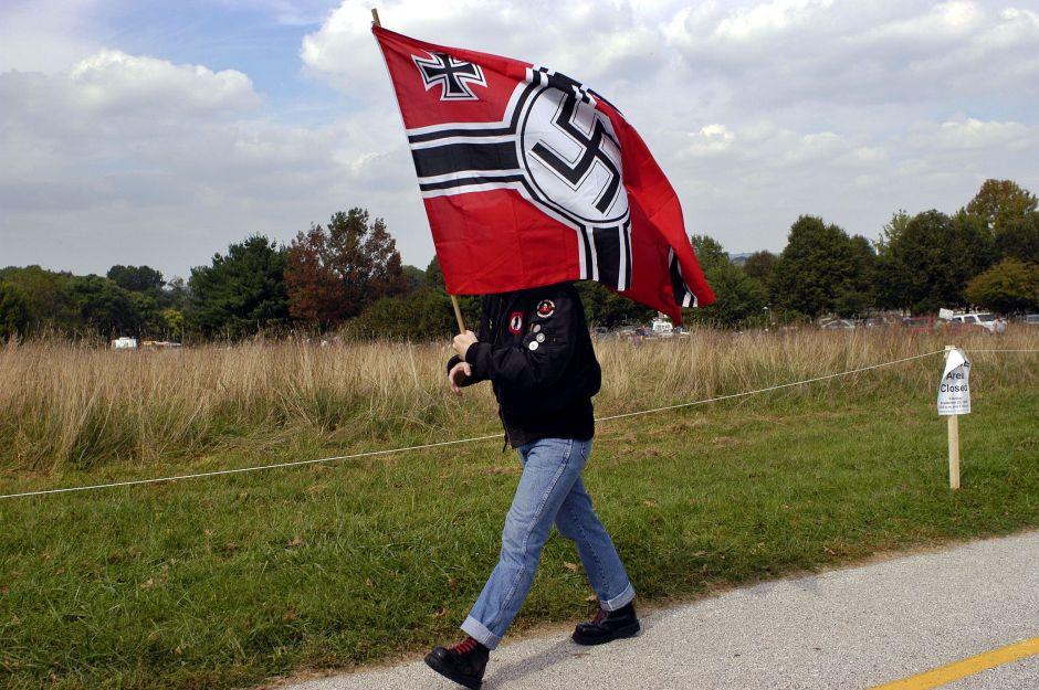 Bombero neonazi visitó centro comercial con un machete para atacar negros en Nueva Jersey