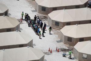 California demanda a Trump por regla de encierro indefinido de niños inmigrantes