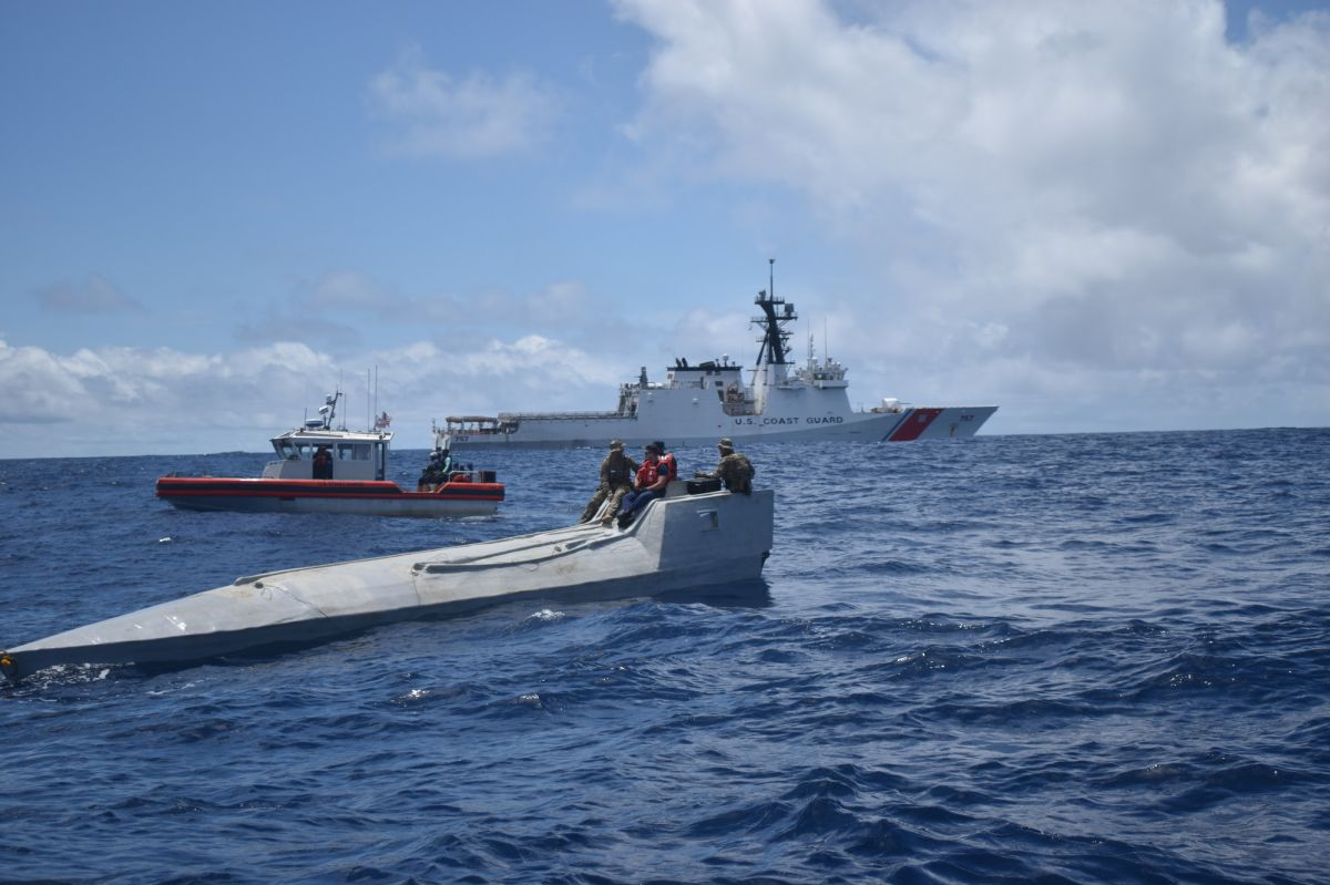 """El narco pierde cocaína con valor de $89 millones tras operativos de Guardia Costera contra """"submarinos"""""""