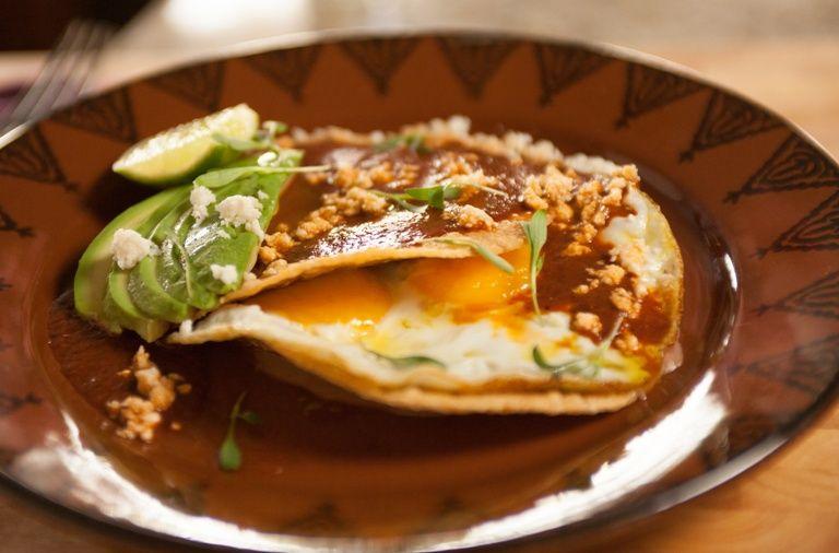 Desayuno tradicional mexicano, nutritivo y bajo en calorías: Huevos rancheros