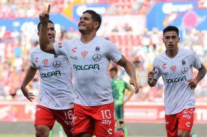Necaxa golea a Santos que pierde el invicto y el liderato del torneo