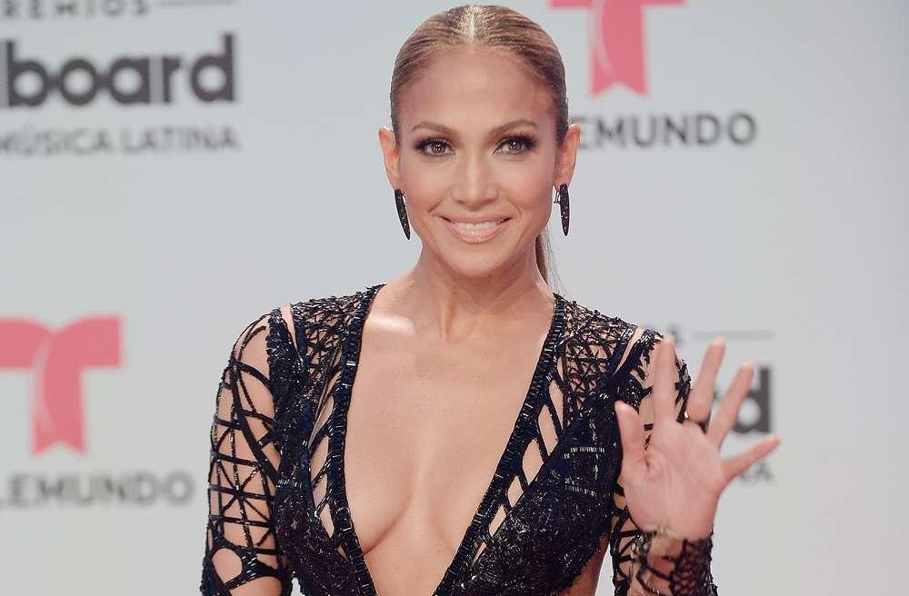 Jennifer López y lo que hay debajo de su falda: El viento expuso a la diva del Bronx
