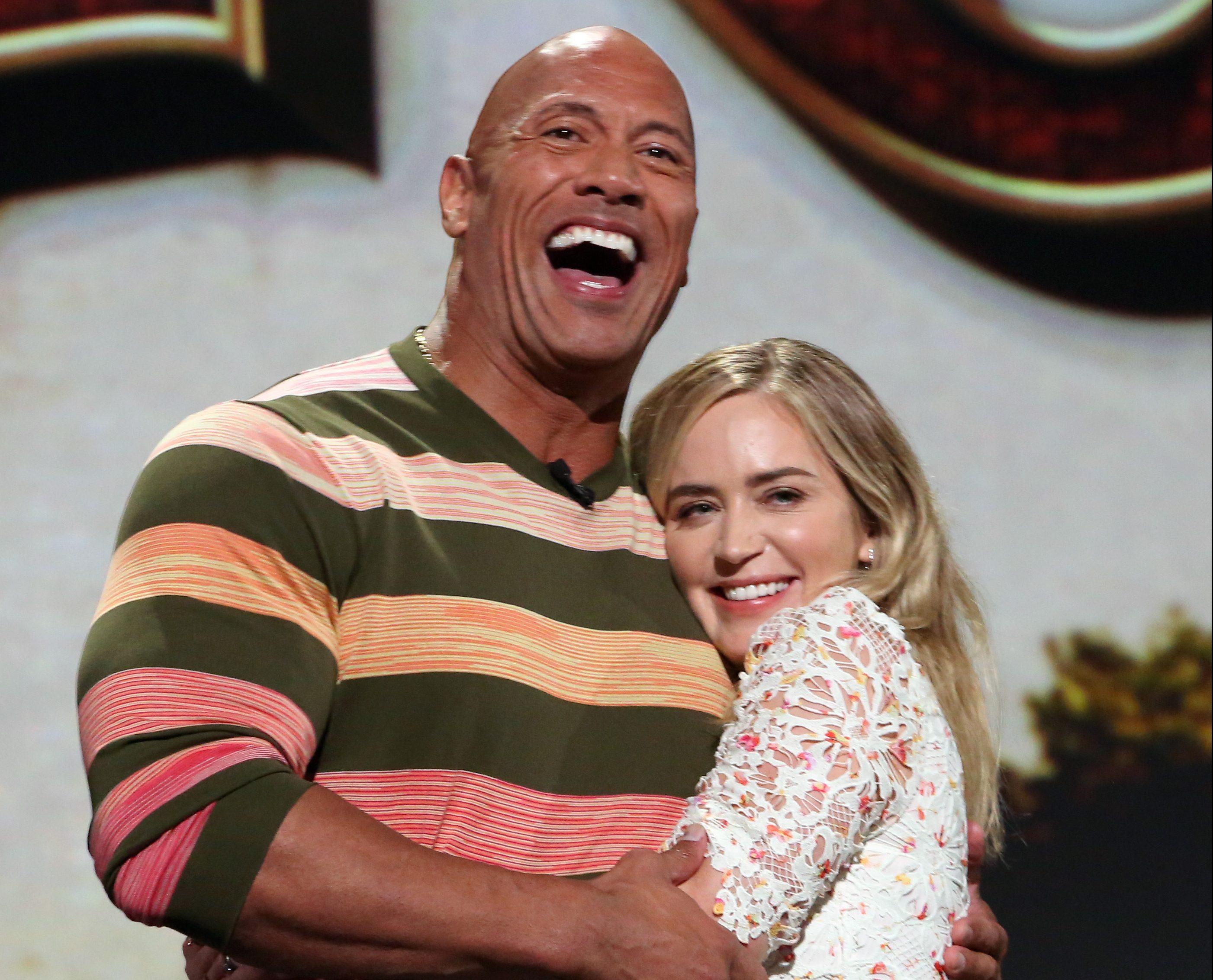 Johnson y Blunt bromearon sobre el escenario. / Foto: Getty Images