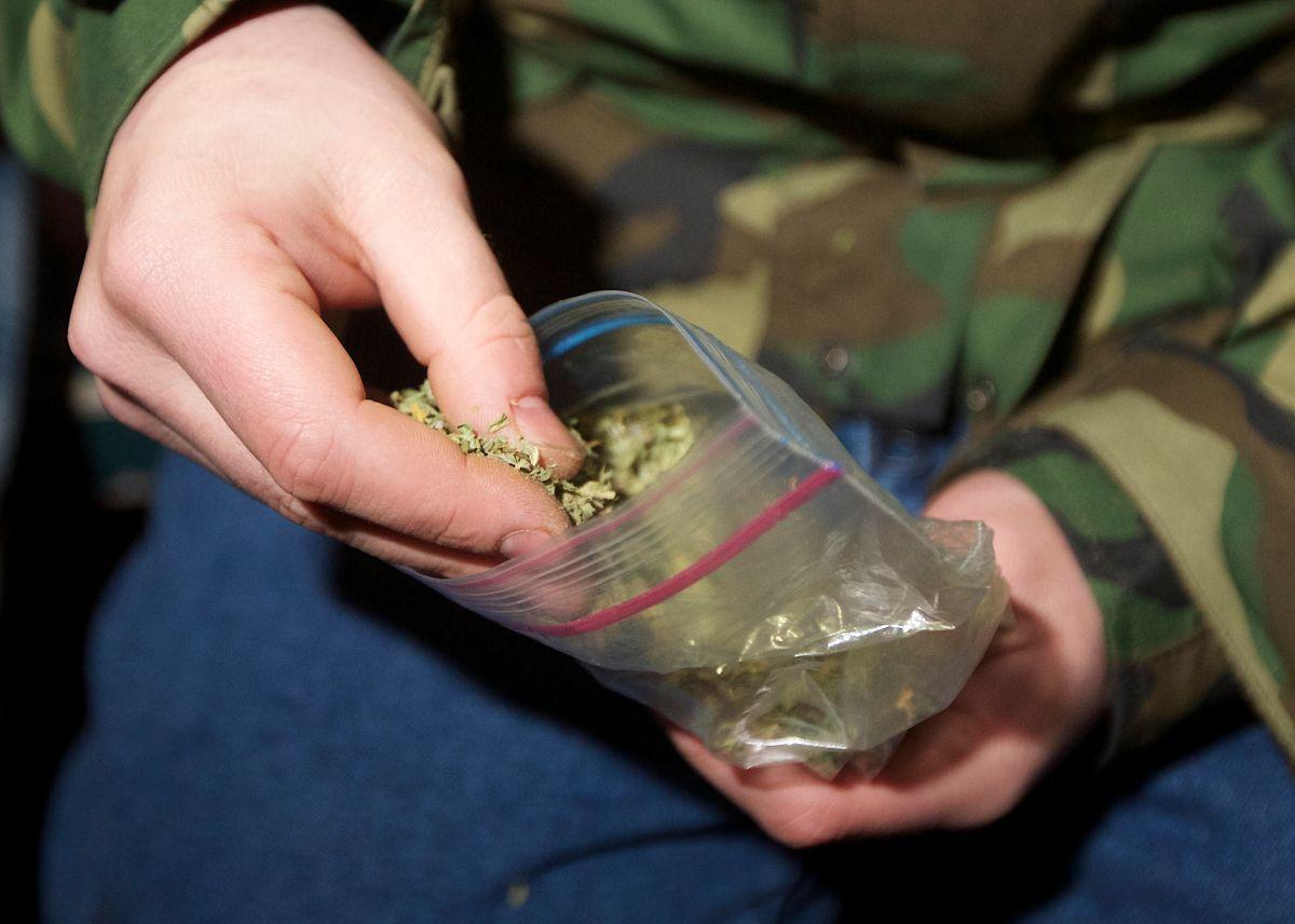 Gobernador de Nueva Jersey firma ley del uso recreativo de la marihuana