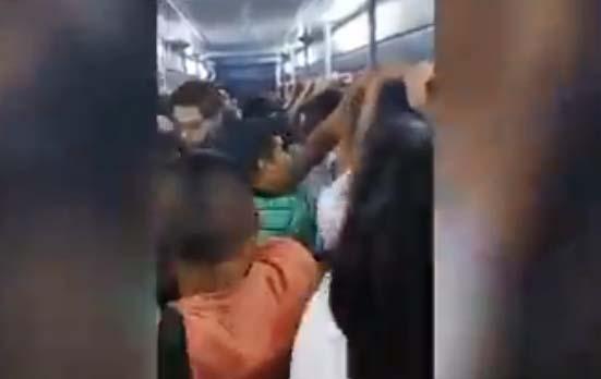 """""""¡Bájate ya, asqueroso!"""", usuarios del Metro sacan de vagón a acosador de niña"""