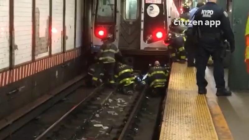 Pasajero muere en el Metro de Nueva York; mujer ebria sale con vida