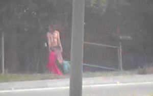 Alertaron al 911 por hombre que arrastraba por la calle a una mujer; la policía descubrió algo inesperado