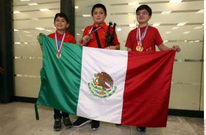 Guillermo del Toro los apoyo y niños ganaron oro en Olimpiada de Matemáticas en Sudádrica