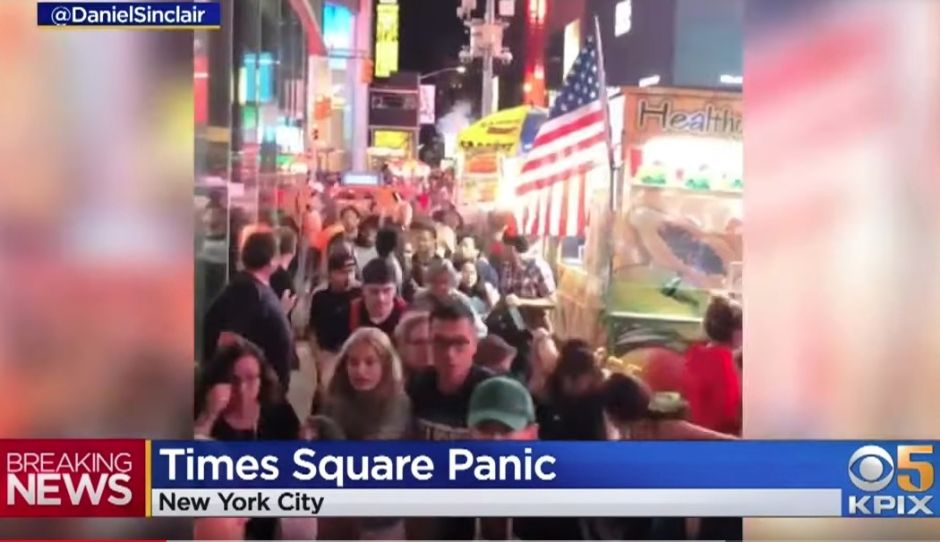Policía busca a 6 motociclistas por caos y temor de tiroteo masivo en Times Square