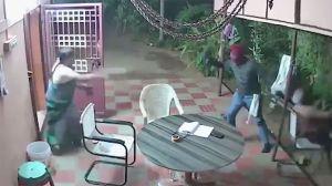 VIDEO: Intentan asaltar a una pareja de ancianos pero se llevan una gran sorpresa