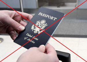 Niegan pasaporte de Estados Unidos a hija de inmigrantes hispanos a pesar de demostrar ser ciudadana