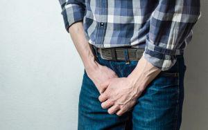 Un dolor en la rodilla reveló que el pene se le está convirtiendo en hueso