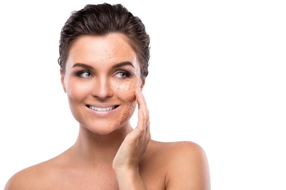Los 5 mejores exfoliantes naturales para eliminar las impurezas de tu rostro
