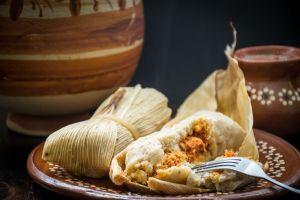 Suculenta receta mexicana para preparar tamales en cinco sencillos pasos