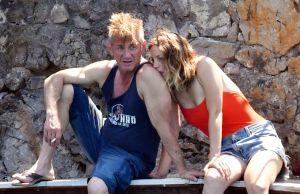 Fotos: Las románticas vacaciones de Sean Penn y su novia de 27 años