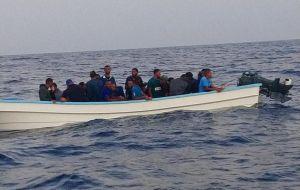 Gran operación fronteriza: Arrestan a 65 inmigrantes en El Caribe con $500,000 en cocaína