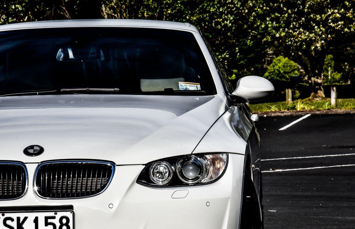 VIDEO: Hundió el BMW que le regalaron sus padres porque quería un Jaguar