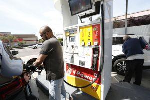 Alertan de posibles y acusadas subidas de gasolina en EEUU tras ataques a refinerías saudíes
