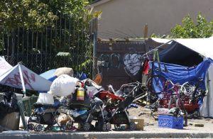 Los Ángeles considera limitar dónde pueden acampar los desamparados