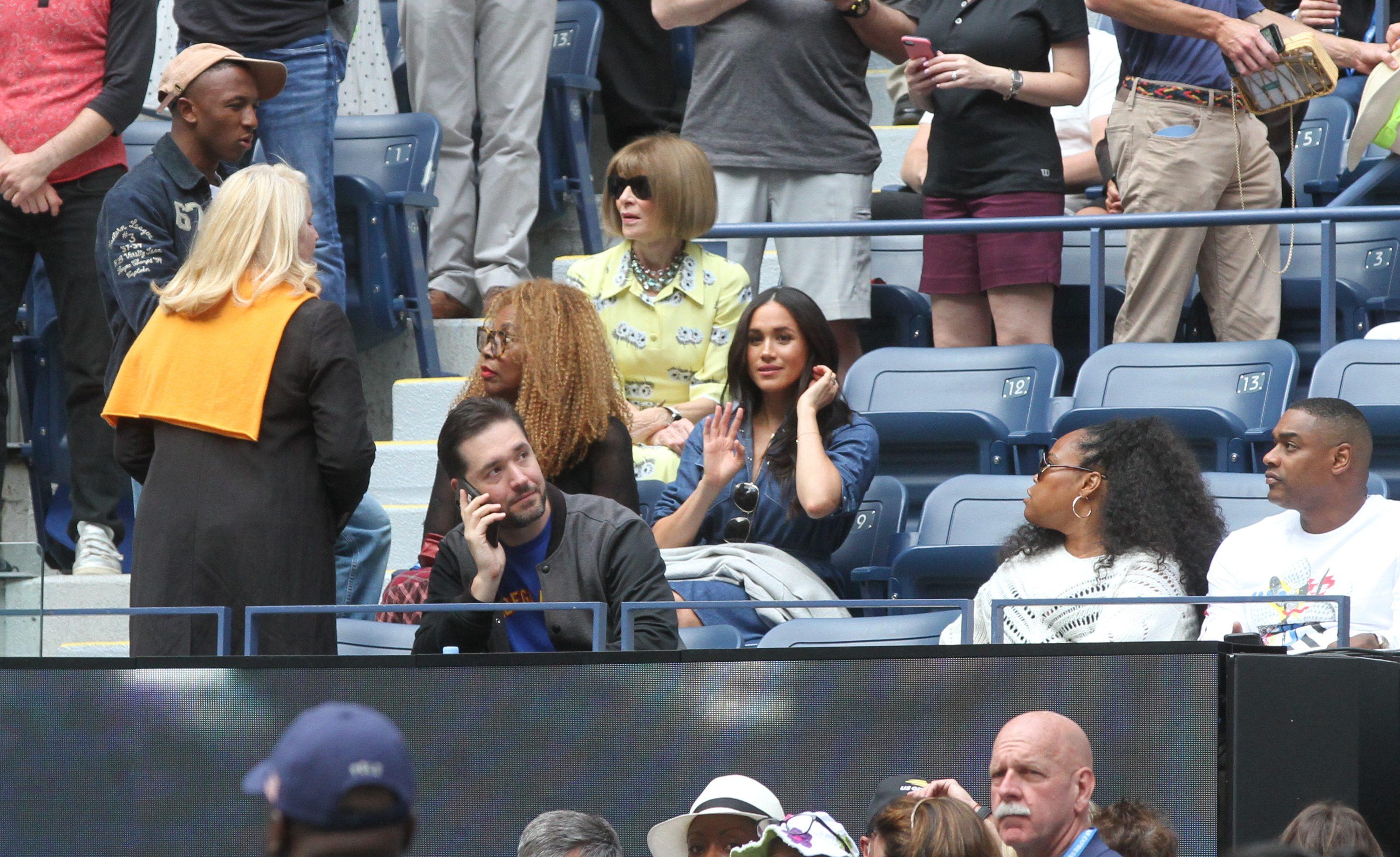 Anna Wintour, de amarillo, y Meghan Markle. / Foto: Mariela Lombard, El Diario NY