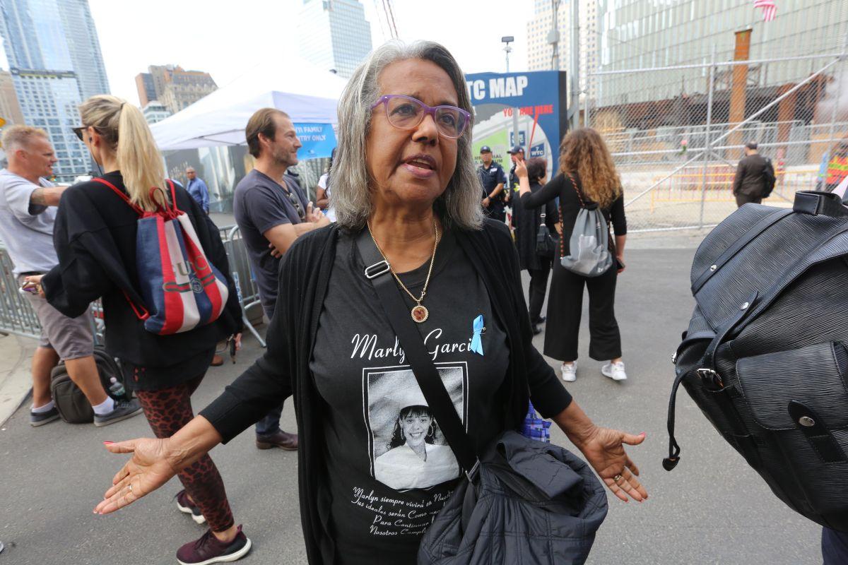 La madre dominicana Karmen García en su última visita el 9/11 Memorial en el 2018, antes de la pandemia.