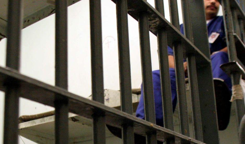 Revelan casos de abusos y muertes en cárcel para inmigrantes en Colorado