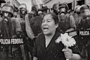 """""""Si EEUU expulsara a todos los mexicanos y latinoamericanos, se derrumbaría"""": Antonio Turok, el fotógrafo que documenta conflictos en Centroamérica"""
