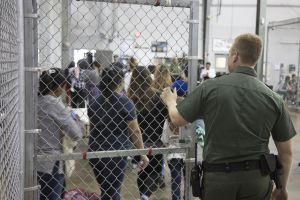 Jueza bloquea plan de Trump para extender la detención de niños inmigrantes