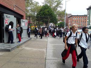 Escuelas de Nueva York permanecerán cerradas lo que queda del año escolar por coronavirus