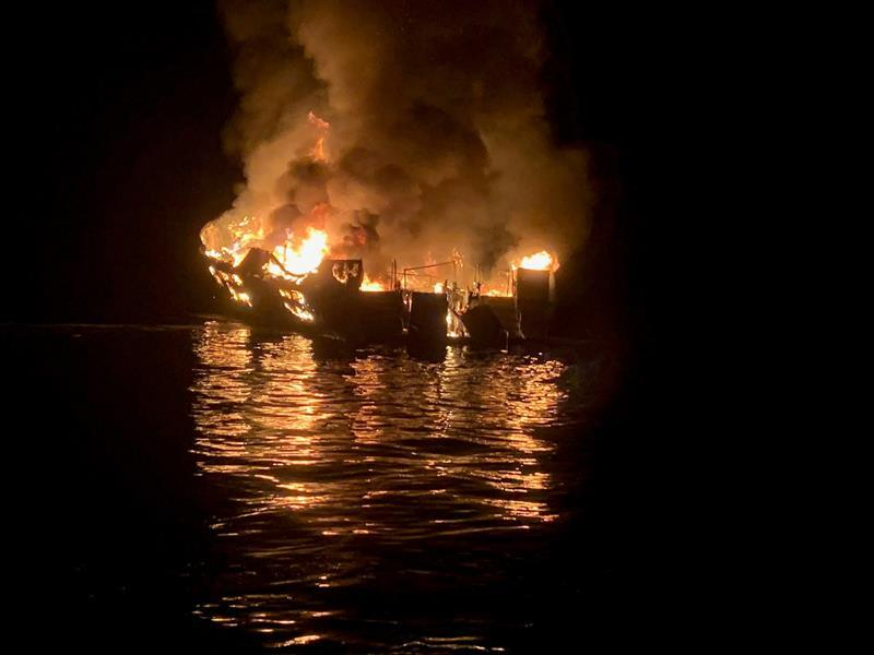 Embarcación se incendió.