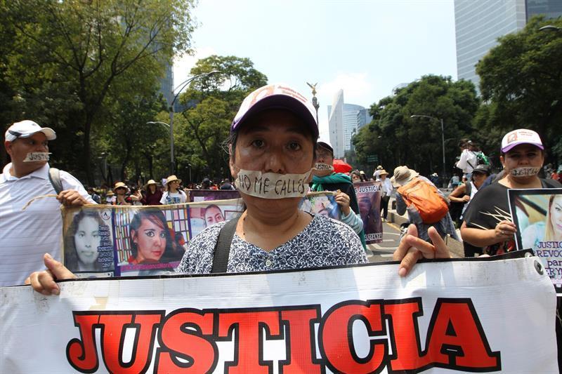 """""""¡No estamos todas, nos faltan ellas!, fue la consigna en marcha contra feminicidios en México"""