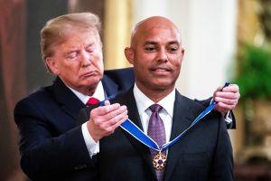 El pelotero panameño Mariano Rivera recibe máxima condecoración de EEUU de manos de Trump